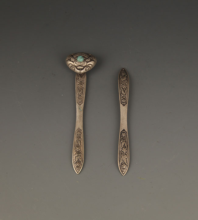 GROUP OF TWO CARVING SILVER PLATED HAIRPIN