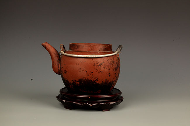 A FINELY MADE ZISHA TEAPOT