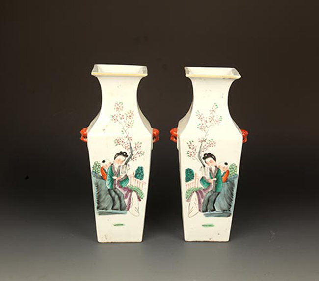 PAIR OF FAMILY ROSE PORCELAIN BOTTLE