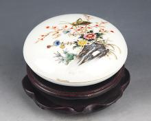 A FINELY PAINTED PORCELAIN INK BOX