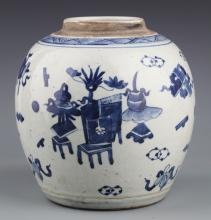 A FINE BLUE AND WHITE PORCELAIN BOTTLE