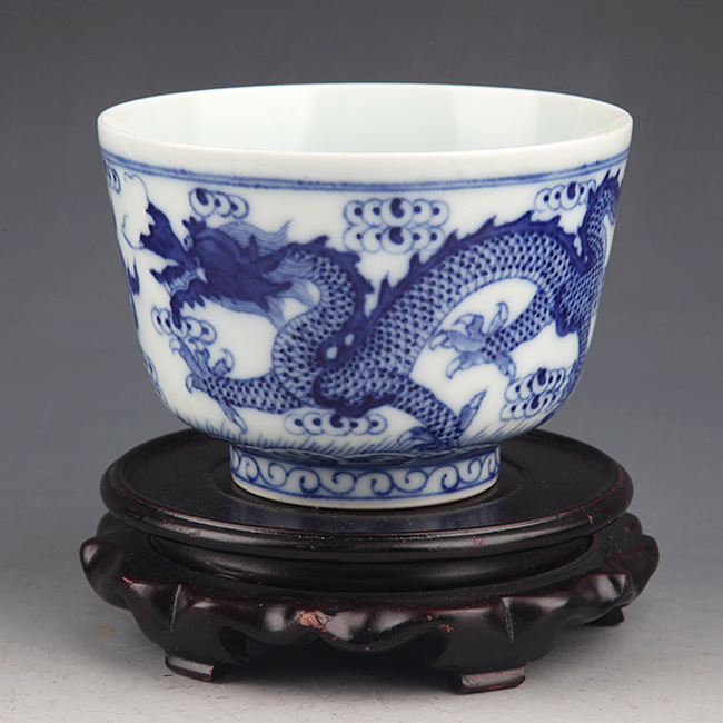 DRAGON PAINTED BLUE AND WHITE PORCELAIN CUP