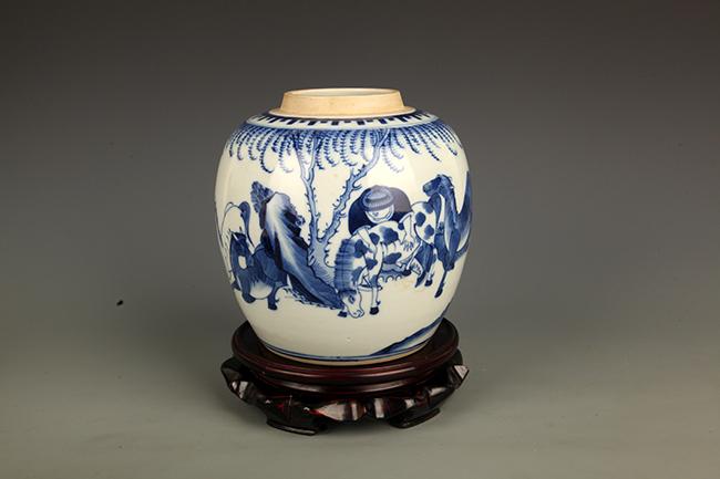 BLUE AND WHITE PORCELAIN STORY JAR