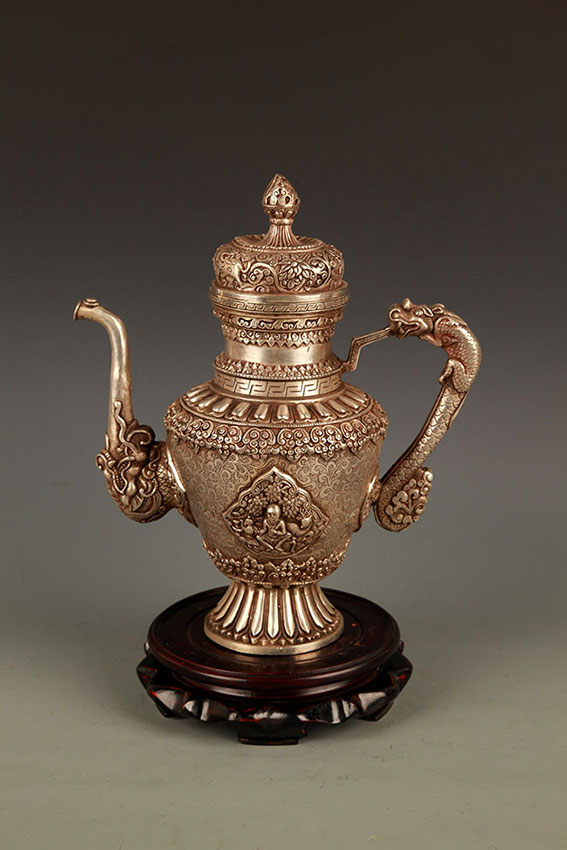 A FINE TIBETAN BRONZE WATER POT