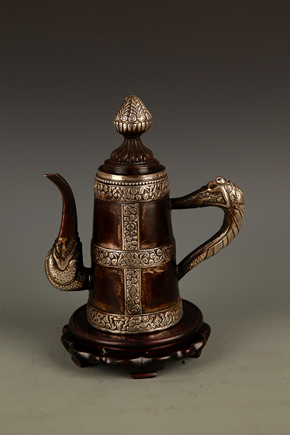 A FINE TIBETAN BELL SHAPE BRONZE WATER POT