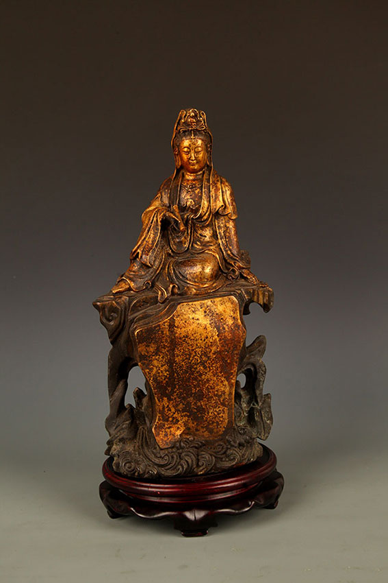 A FINELY CARVED GUAN YIN BRONZE FIGURE