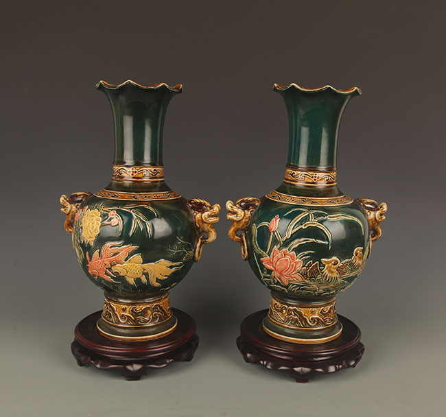 PAIR OF GREEN COLOR FAMILLE-ROSE PORCELAIN BOTTLE