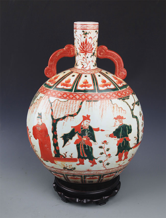 A DOUCAI COLOR ROUND PORCELAIN MOON BOTTLE