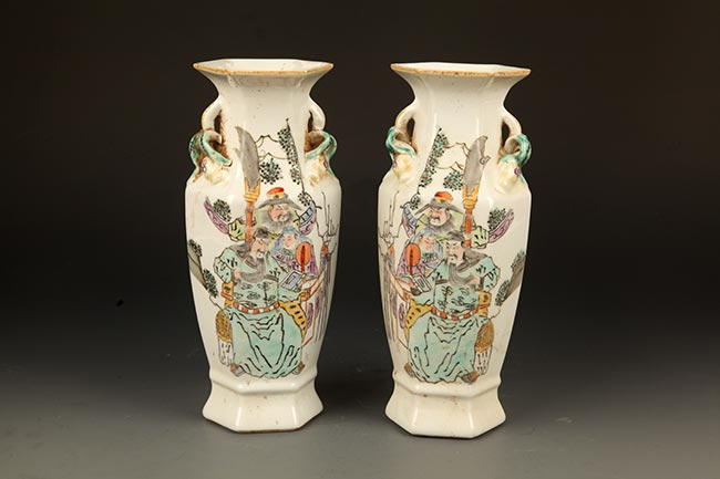 PAIR OF FAMILY ROSE CHARACTER PAINTED PORCELAIN JAR