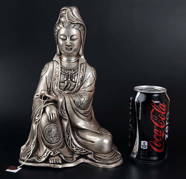 A FINELY CARVED GUAN YIN SHAPE BRONZE BUDDHA