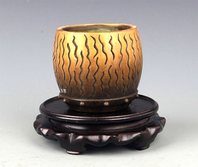 A SMALL DRUM SHAPE BRONZE CENSER