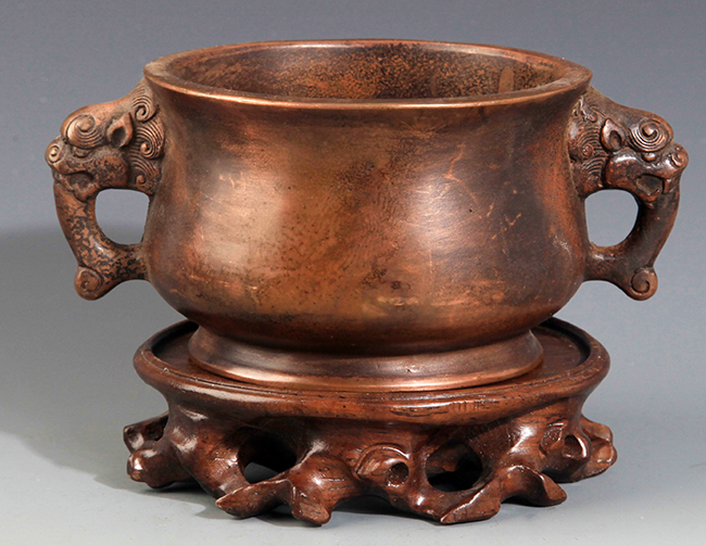 A FINE ELEPHANT EAR CARVING BRONZE CENSER