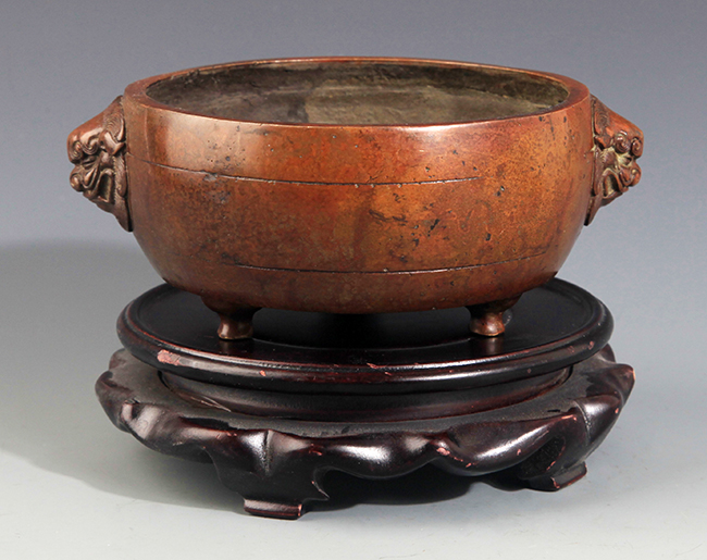 A FINE ANIMAL HANDLE CARVED BRONZE CENSER