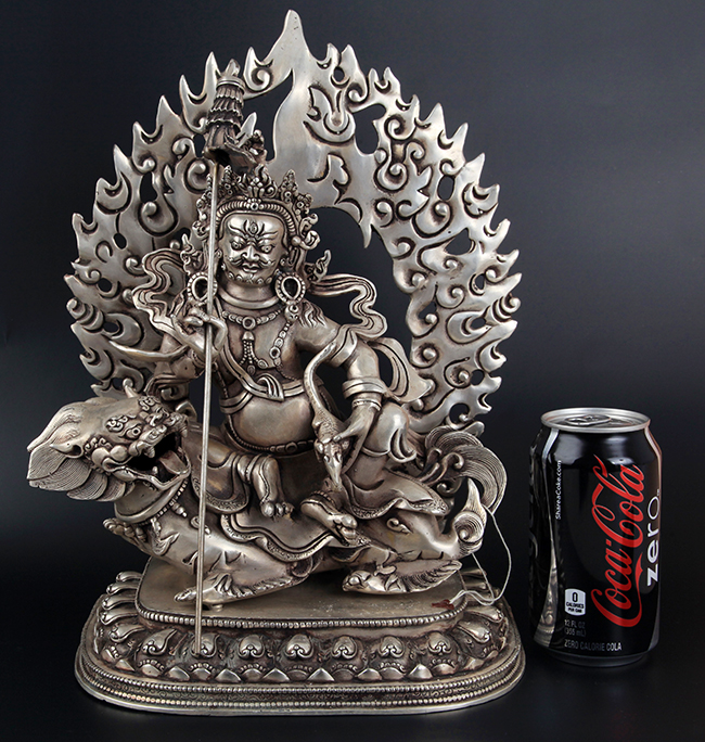 A LARGE AND FINELY CARVED TIBETAN BUDDHA