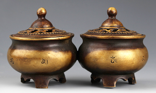 A PAIR OF CARVING TIBETAN AROMATHERAPY