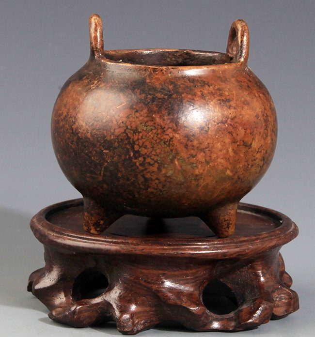 A ROUND TRIPOD FOOT CENSER