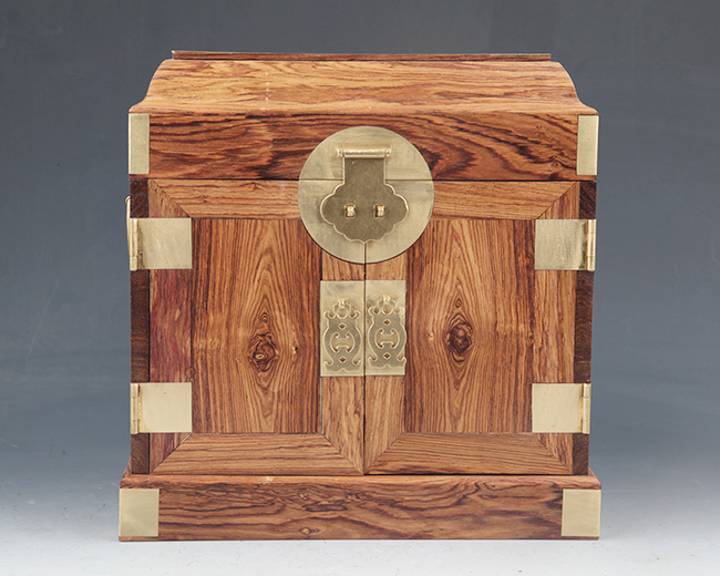 A FINE HUANG HUA LI MU PORTABLE CHEST