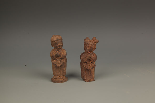 PAIR OF AGARWOOD FEMALE ATTENDANCE FIGURE
