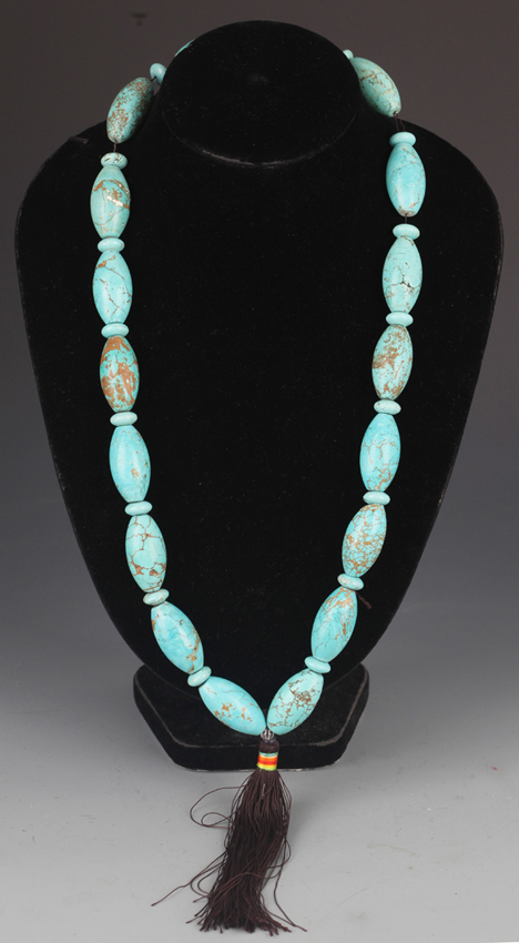 A FINE TURQUOISE STONE NECKLACE