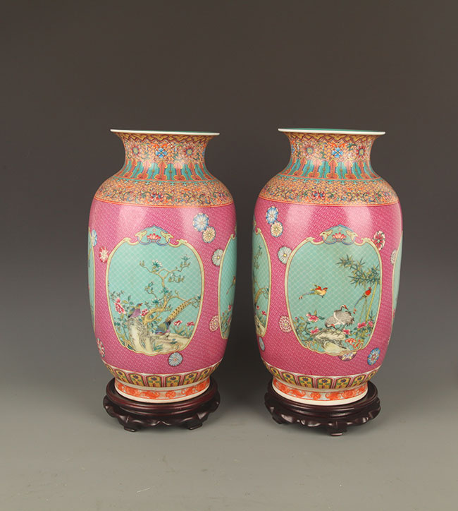 PAIR OF FAMILLE ROSE CHICKEN PORCELAIN JAR