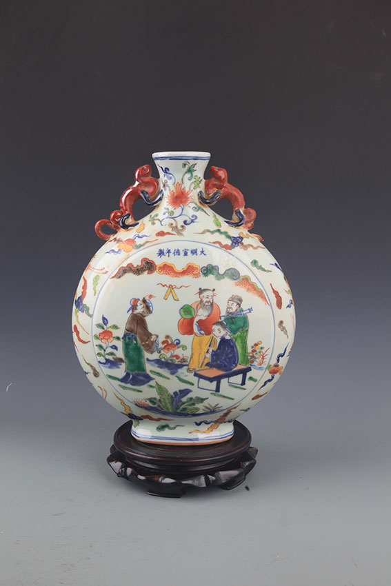 A PORCELAIN FAMILLE-VERTE MOON BOTTLE