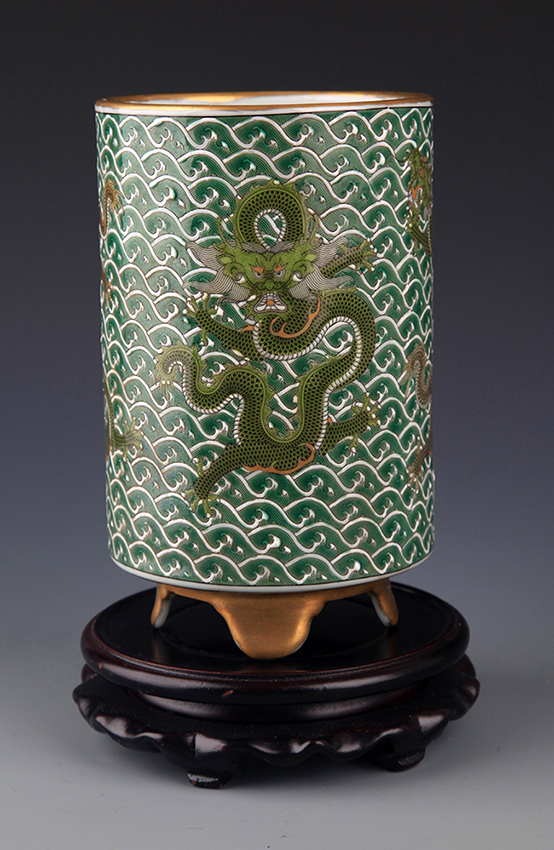 A GILT GREEN-GROUND PORCELAIN BRUSH HOLDER
