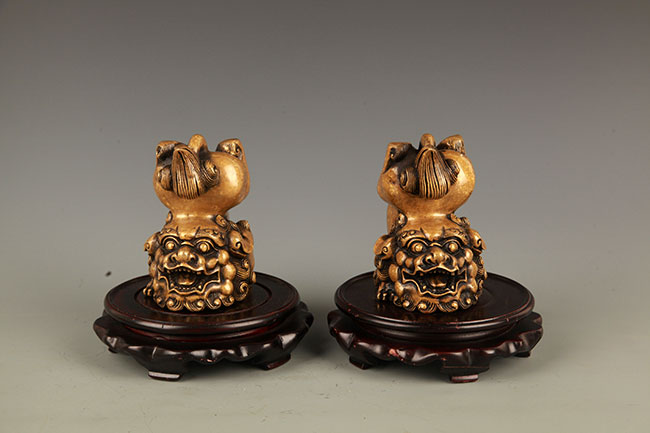 PAIR OF LION FIGURE BRONZE PAPER WEIGHT