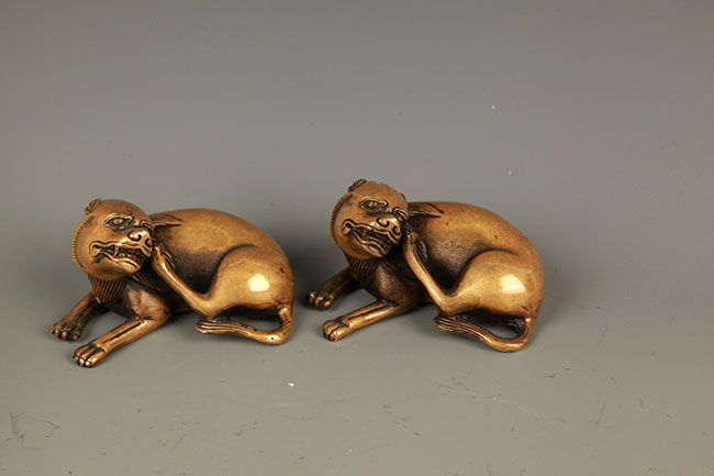 PAIR OF DOG FIGURE BRONZE PAPER WEIGHT