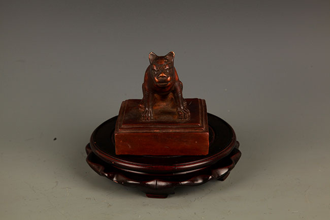 A FINELY CARVED RUI SHOU FIGURE BRONZE SEAL