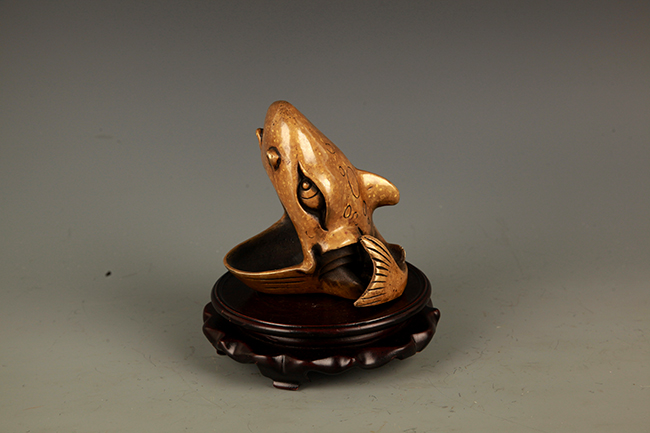 A FINE FROG FIGURE BRONZE WATER DROP