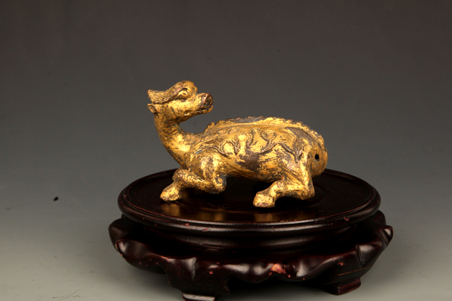 A GILT BRONZE RUI SHOU SHAPED PAPER WEIGHT