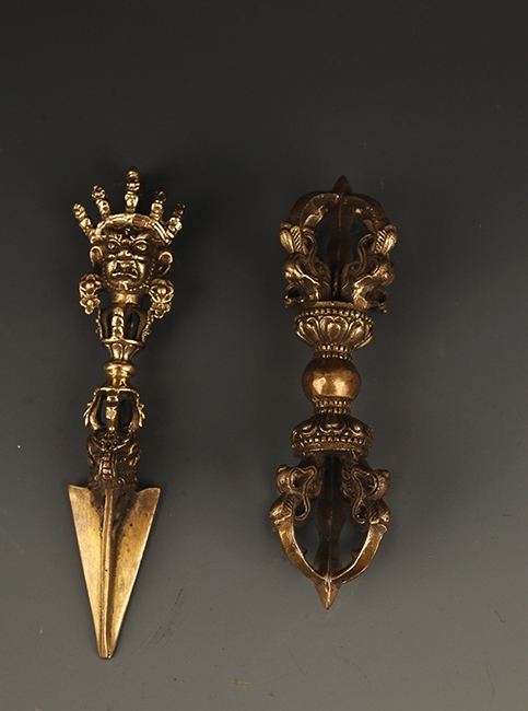 SET OF FINE TIBETAN VAJRA
