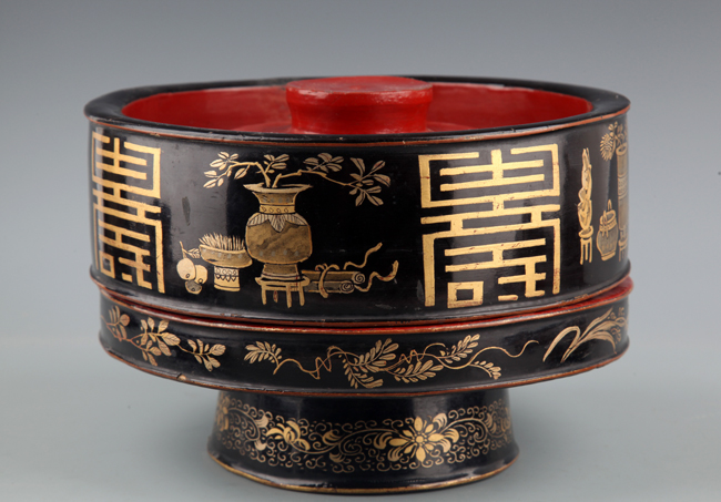 CHINESE PAINTED LACQUER WOODEN LUNCH BOX