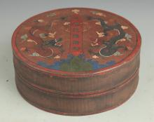 A GILT LACQUERED WOOD BOX WITH COVER