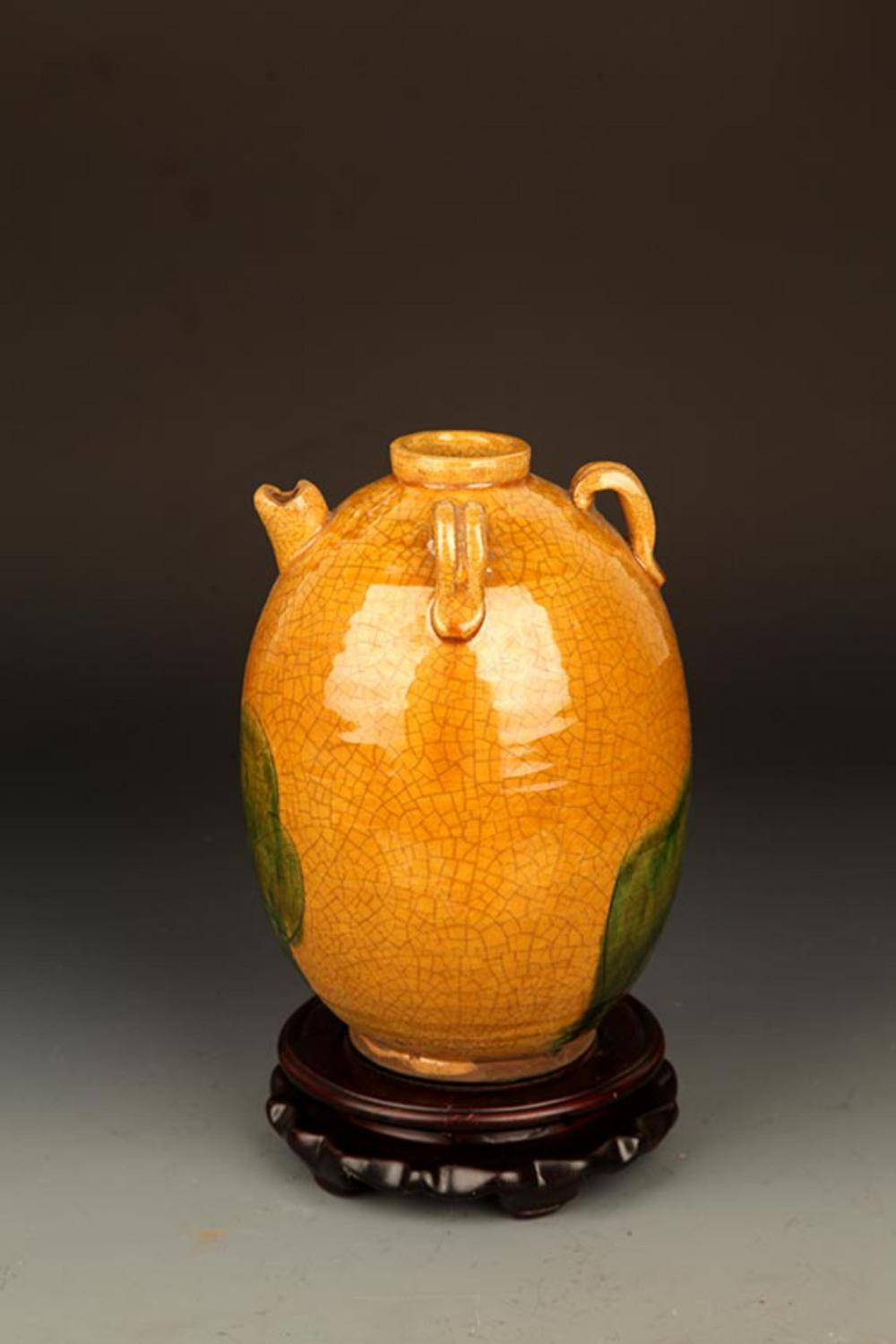A YELLOW GLAZED ROUND PORCELAIN JAR
