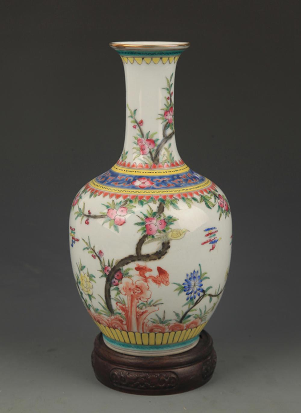 A RARE FAMILLE ROSE FLOWER AND BIRD DECORATIVE VASE