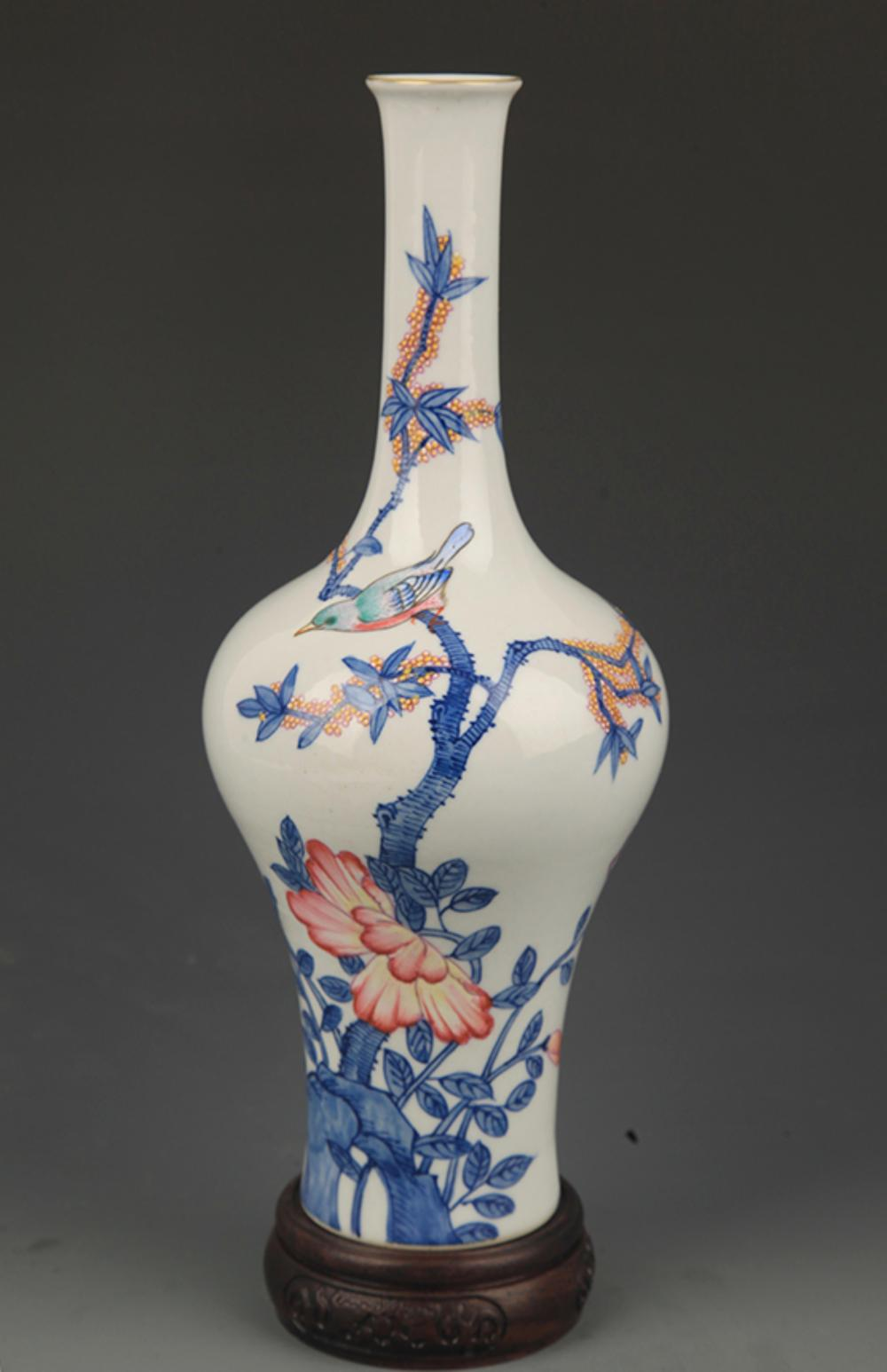 A RARE BLUE AND WHITE FAMILLE ROSE FLOWER AND BIRD PATTERN BOTTLE