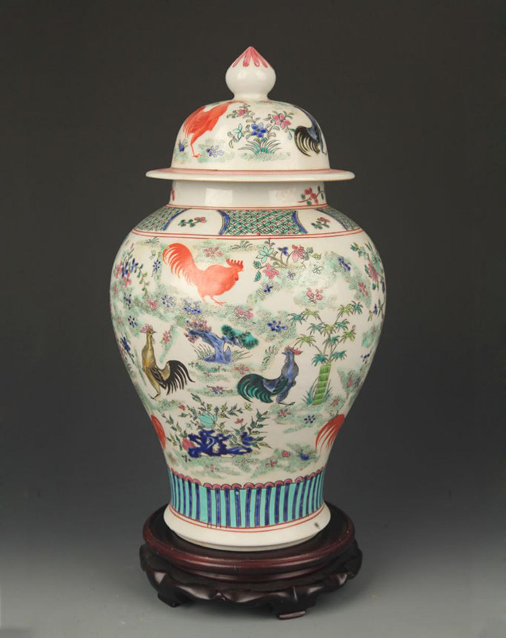 A FAMILLE ROSE CHICKEN PATTERN GENERAL TYPE JAR