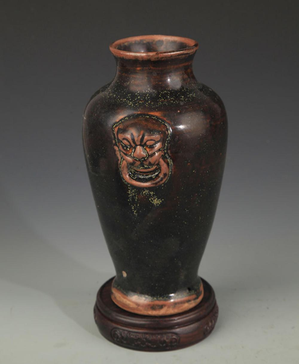 A FINE JI ZHOU KILN BLACK GLAZED PORCELAIN JAR