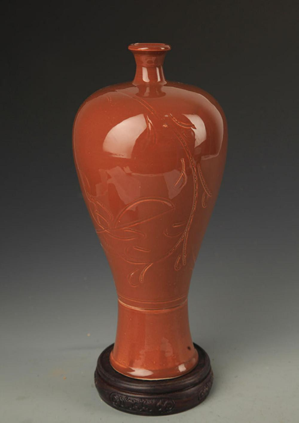 A RED COLOR GLAZE LOTUS CARVING MEI STYLE VASE