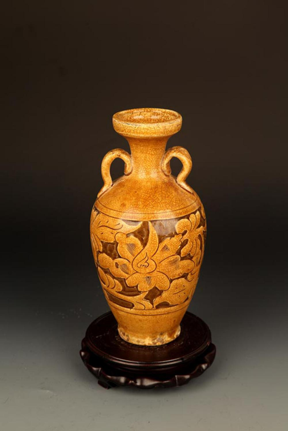 A YELLOW GROUND FLOWER CARVING PORCELAIN BOTTLE