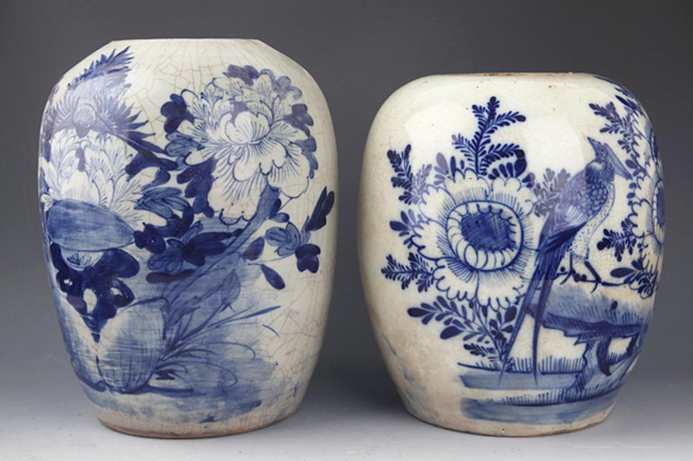 A GROUP OF TWO BLUE AND WHITE PORCELAIN JAR