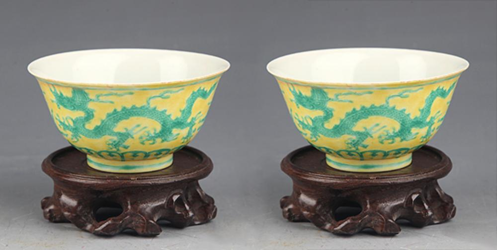 PAIR OF DRAGON PAINTED PORCELAIN CUP