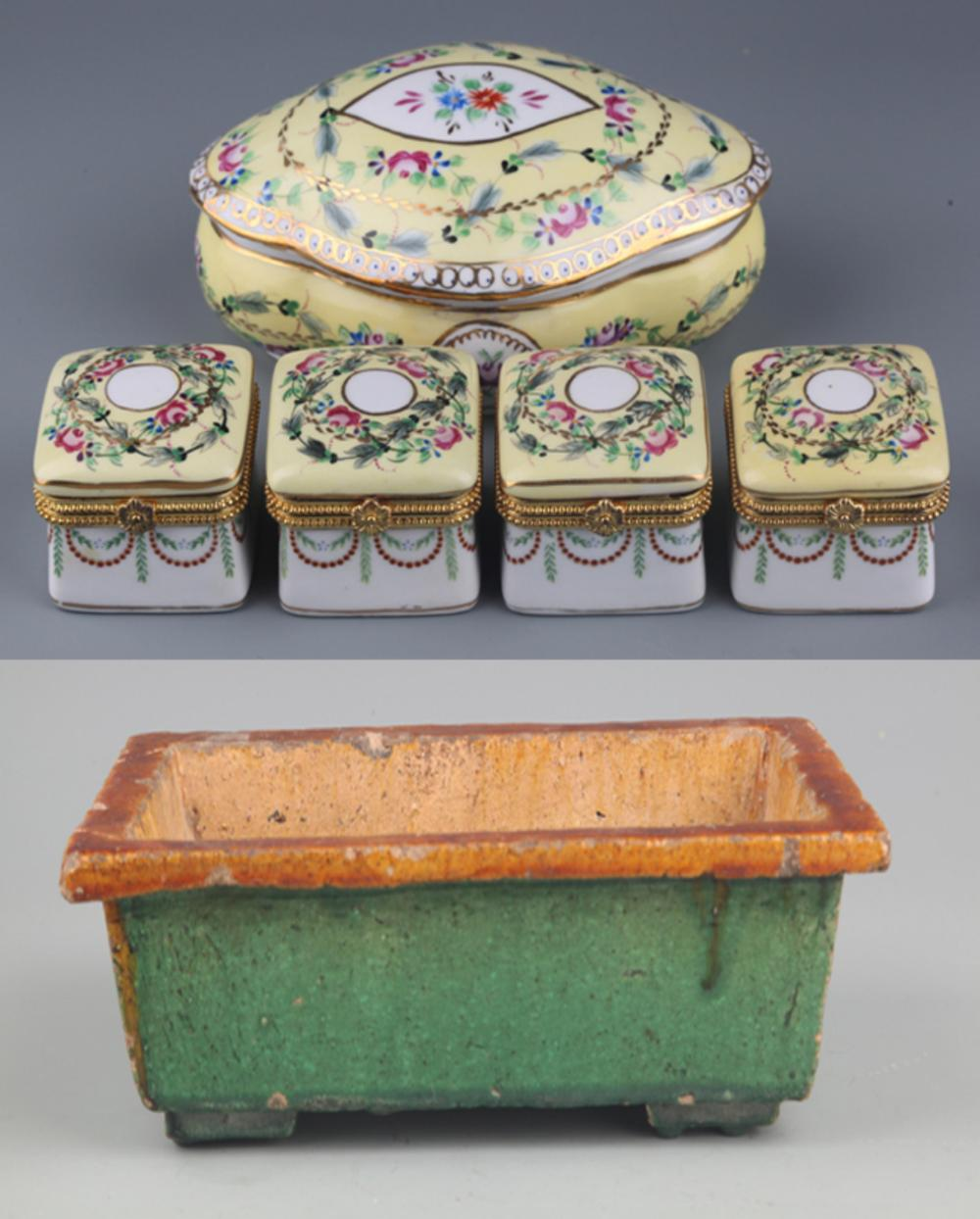 A SET OF PORCELAIN MAKE UP BOX AND FLOWER POT
