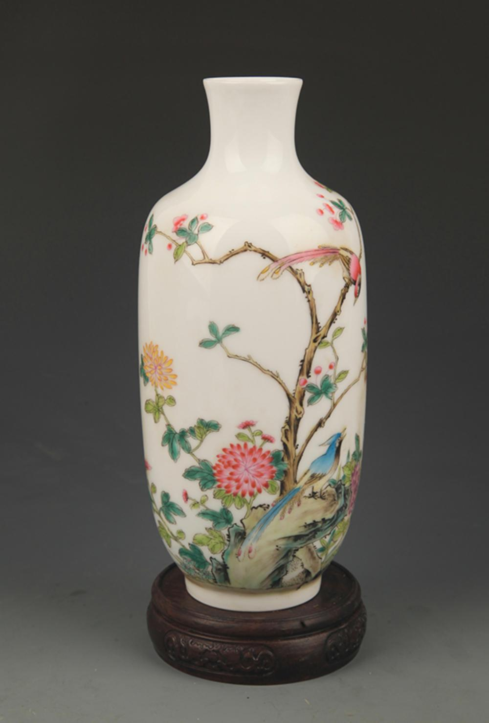 FAMILLE ROSE CHICKEN AND PEONY FLOWER PORCELAIN VASE