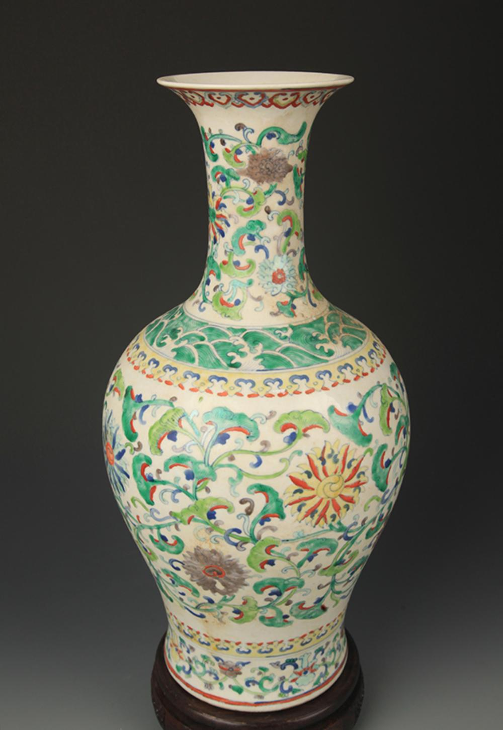FAMILLE VERTE FLOWER PATTERN DECORATIVE VASE
