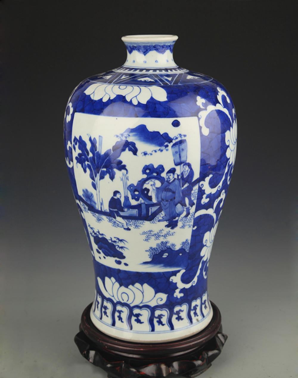 A BLUE AND WHITE STORY PAINTED MEI BOTTLE
