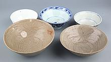 A GROUP OF FIVE PORCELAIN PLATE