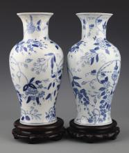 A PAIR OF FINELY PAINTED BLUE AND WHITE BOTTLE