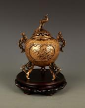 A VERY DETAILED CARVED BRONZE AROMATHERAPY
